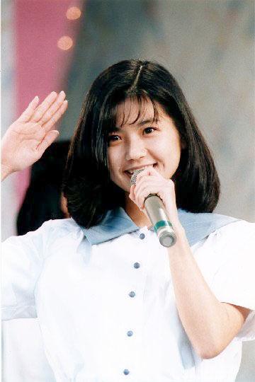 AKS吉成夏子の妹は元アイドルの「吉成圭子」