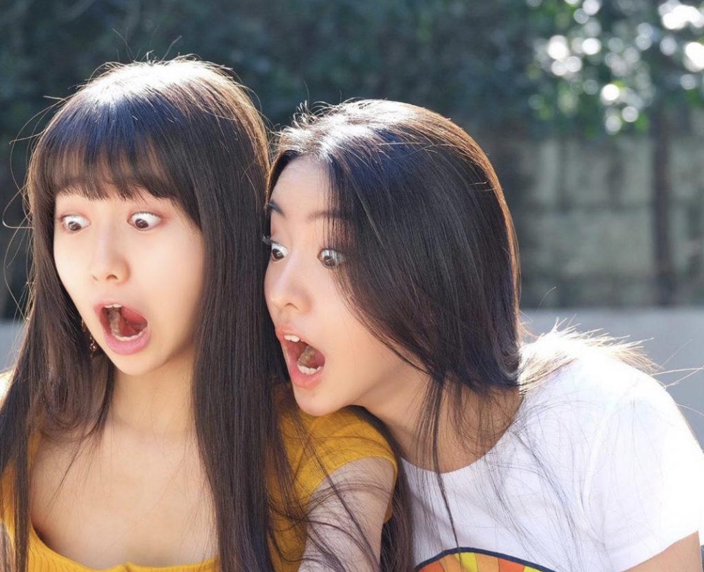 CocomiとKoki姉妹の驚き顔のツーショット