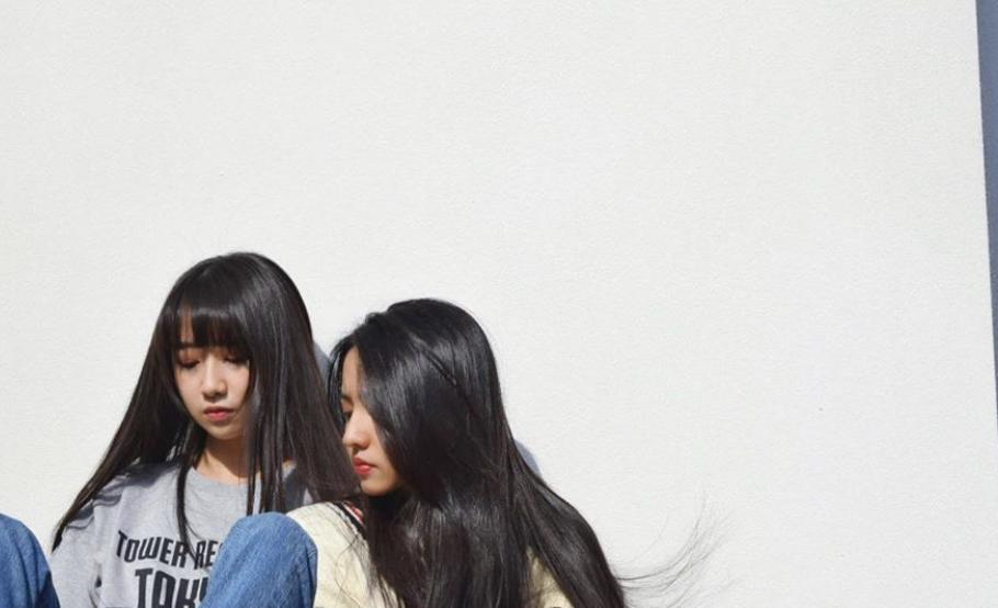 CocomiとKoki姉妹のベランダでの画像