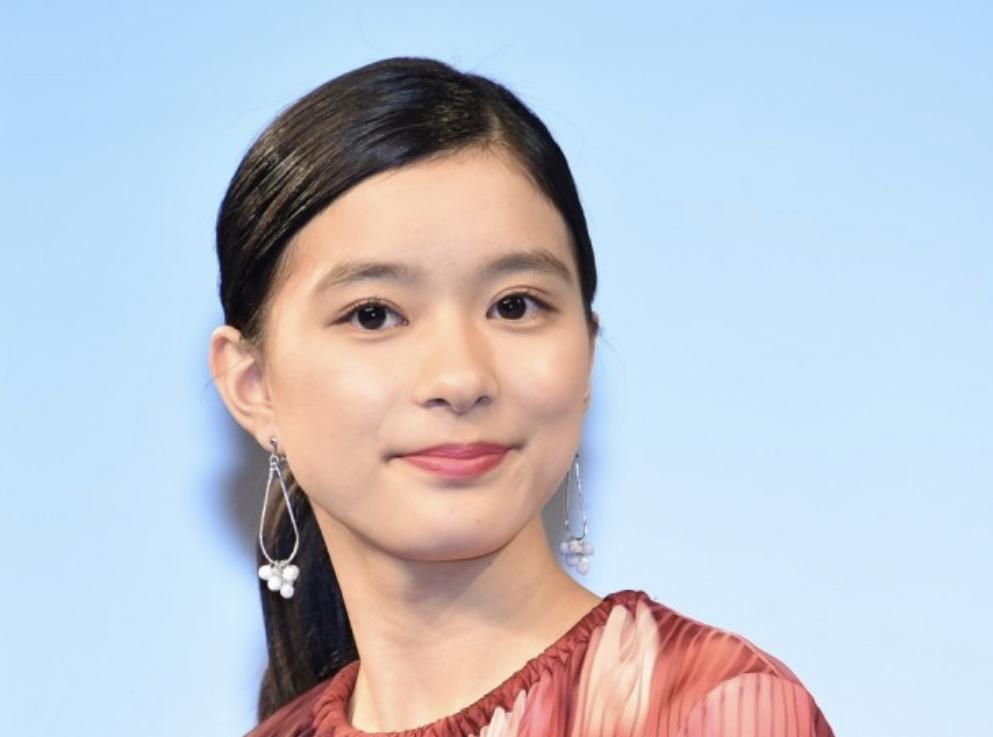 芳根京子さんは家族と同居?
