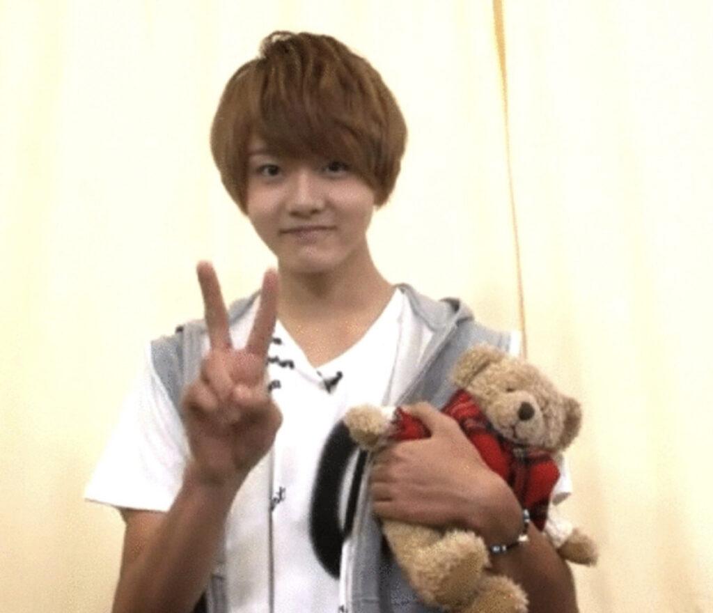 田島将吾さんとクマの人形ジャスティス